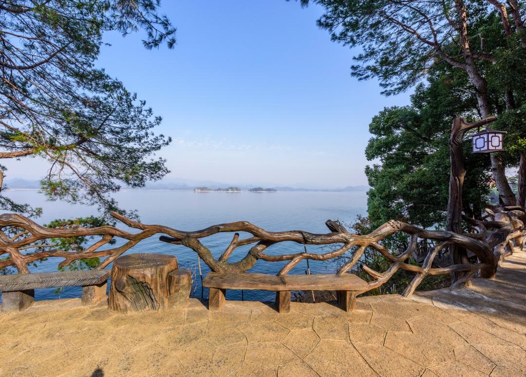 湖岸休息区2.jpg